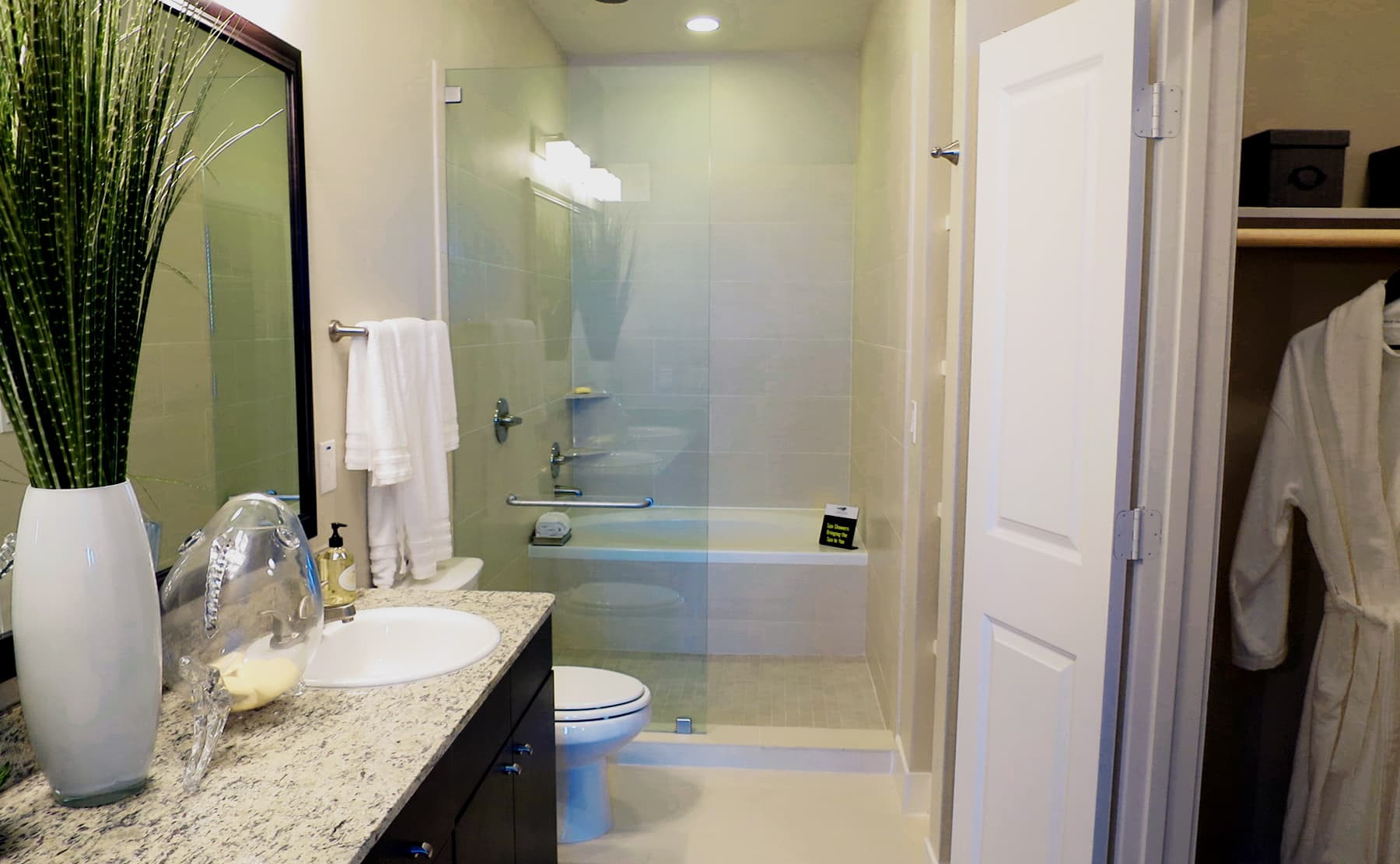 Apartments in Las Colinas - Irving with luxury bathrooms